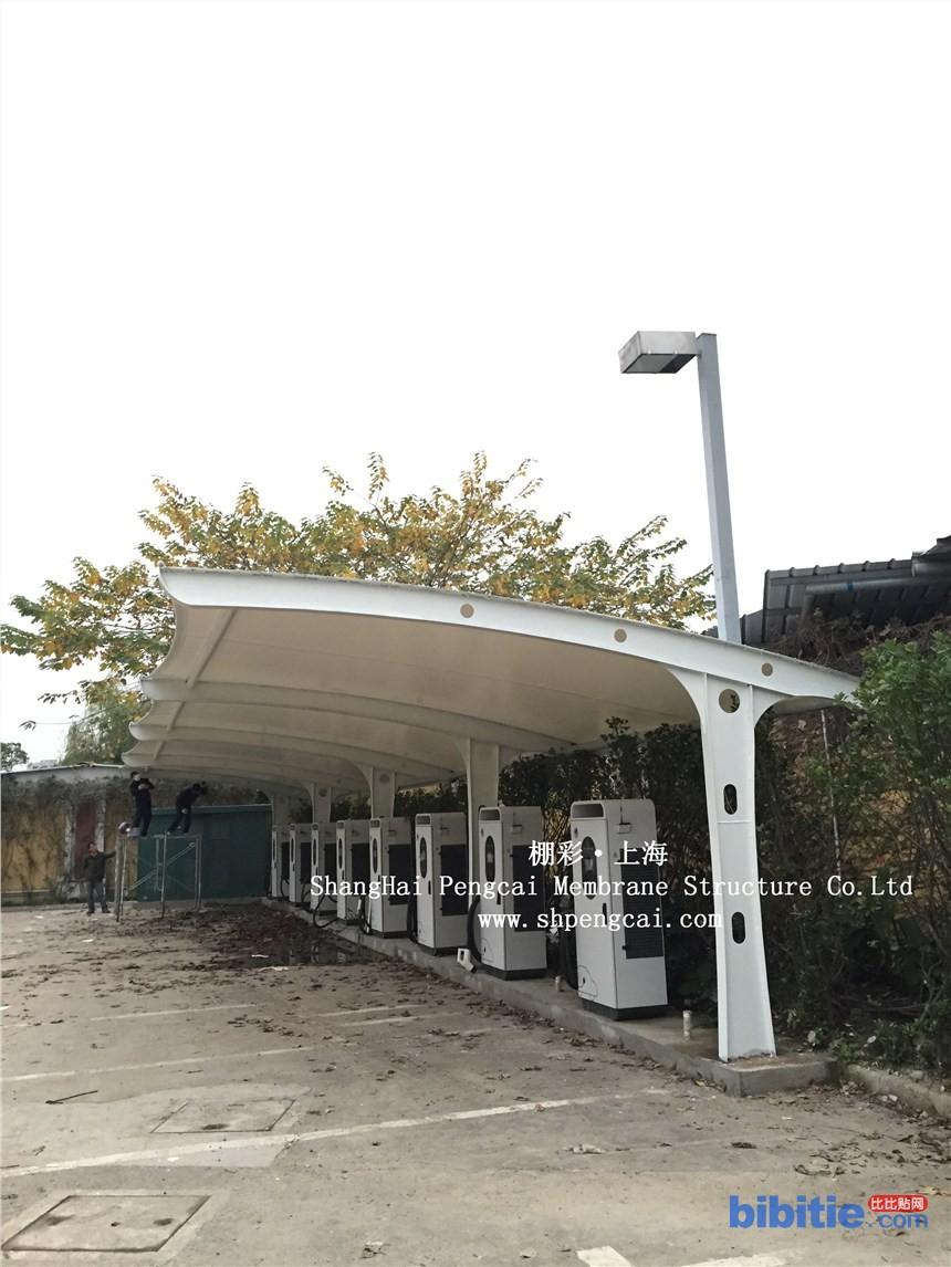 膜结构车棚 膜结构雨棚制作 冒顶车棚 上海棚彩膜结构公司图片