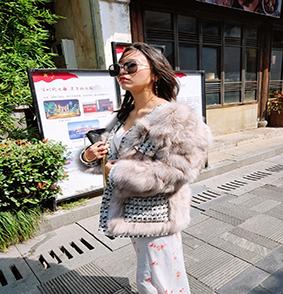海宁皮草批发狐狸毛保养方法女款常规款气质通勤外套女图片
