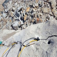 云南丽江矿山开采设备液压破石机生产厂家图片